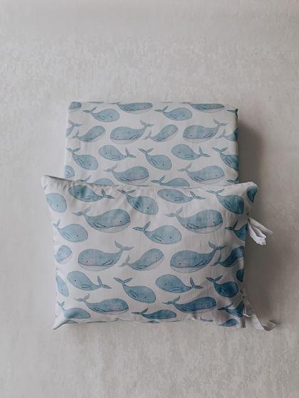 Комплект  конверт - одеяло и наволочка с китами