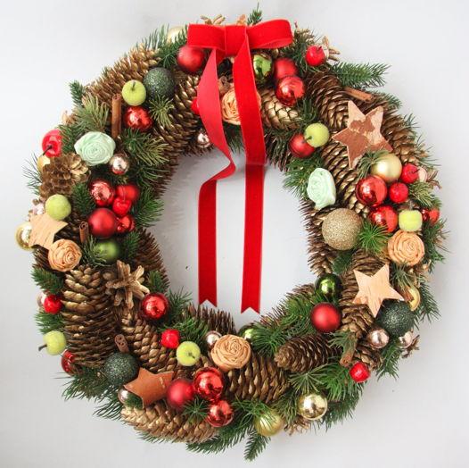 Большой классический рождественский венок с искусственной хвоей в красно-золотой гамме