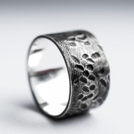 Битое кольцо ручной работы из серебра