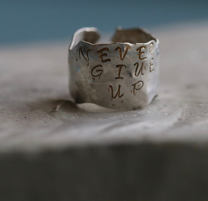Кольцо из серебра NEVER GIVE UP