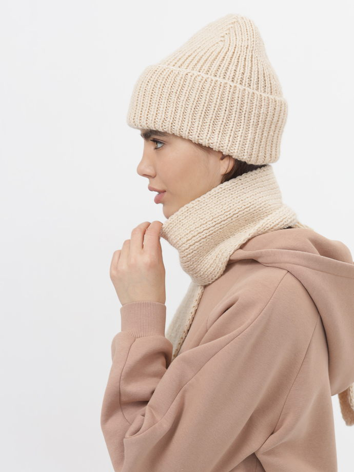 шапка бини и шарф вязаный комплект молочный