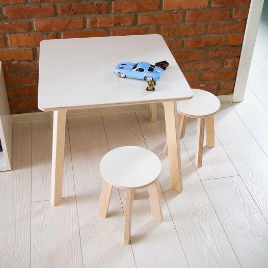 Детский квадратный стол и два табурета Kiddy's Store, комплект детской мебели стол и два табурета деревянный, натурального и белого цвета