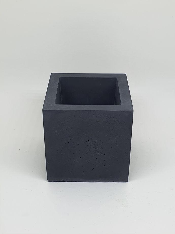 Кашпо из бетона черный куб