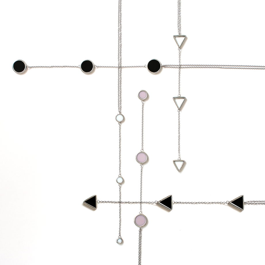 Кулон из трех прозрачных треугольных элементов