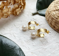 Серьги Мятый металл с натуральным жемчугом Касуми