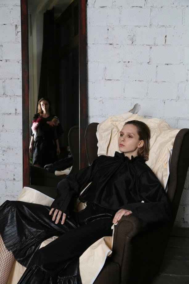 Блузка шелковая с воротником-пьеро