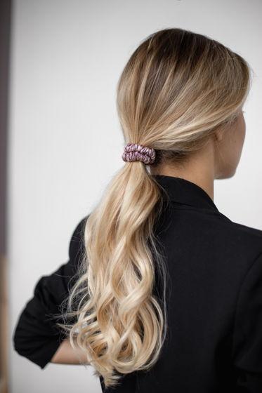 Резинка для волос MINI из натурального шелка пурпурная