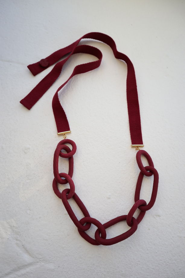 Колье цепь темно-бордового цвета