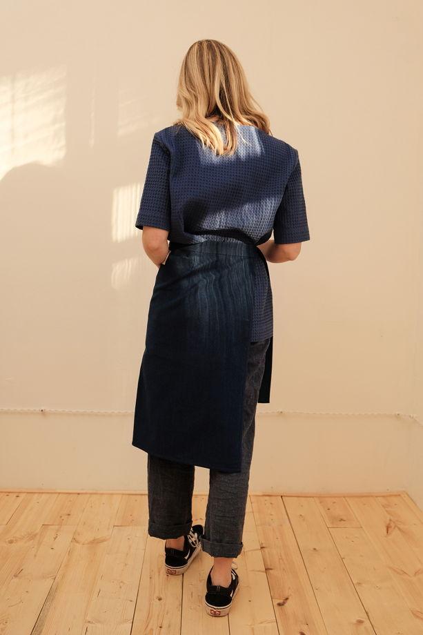 Полуюбка из плотного хлопка с накладным карманом синяя