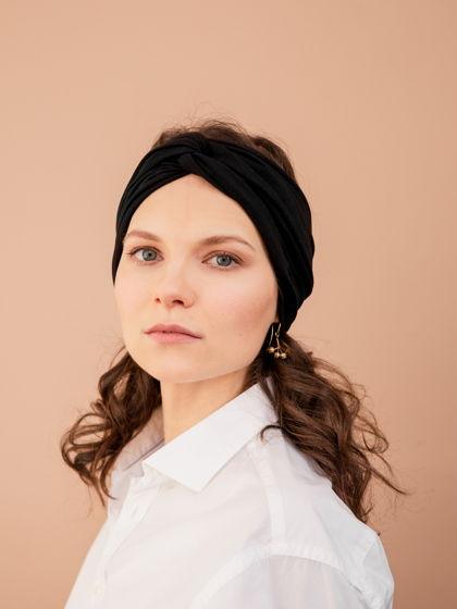 Повязка для волос женская, черного цвета из мягкого трикотажа