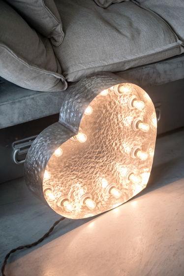 Стальное сердце с лампами и чеканкой
