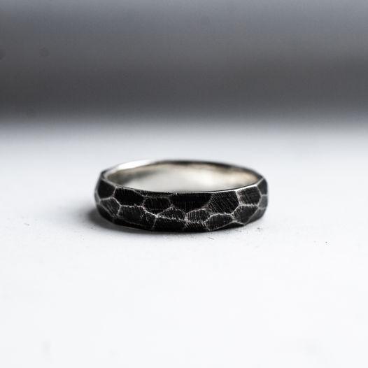 Граненое кольцо с чернением