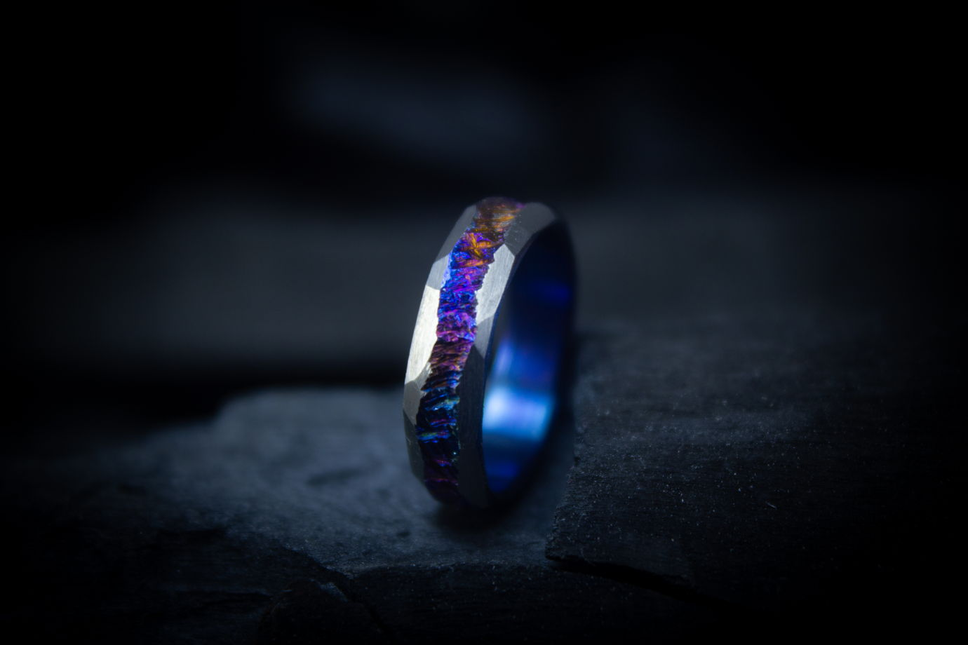 Кольцо из титана ручной работы