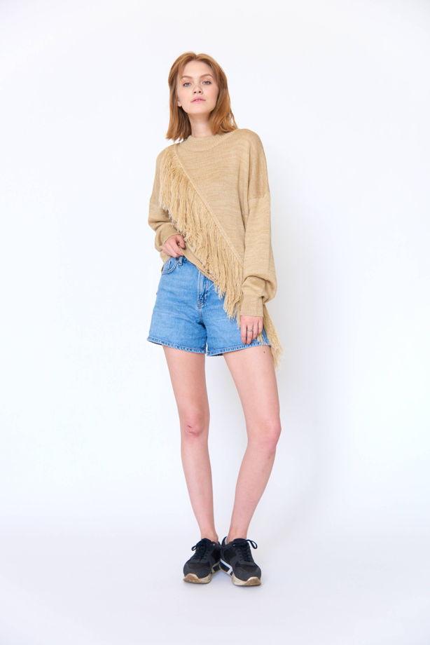 Бежевый свитер оверсайз с бахромой