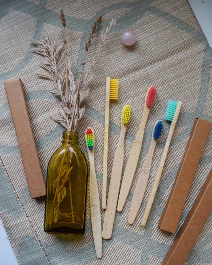 Бамбуковая зубная щётка (радужная)