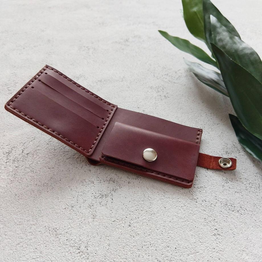 Кожаный кошелек на кнопке