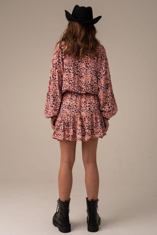 Платье с розовым принтом в стиле бохо