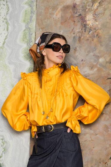 Желтая блуза с защипами из шелка