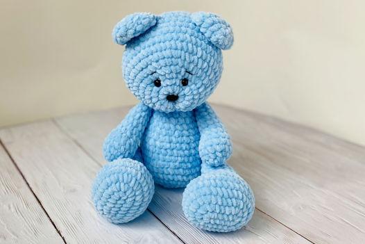 Вязаный игрушечный медведь (голубой)