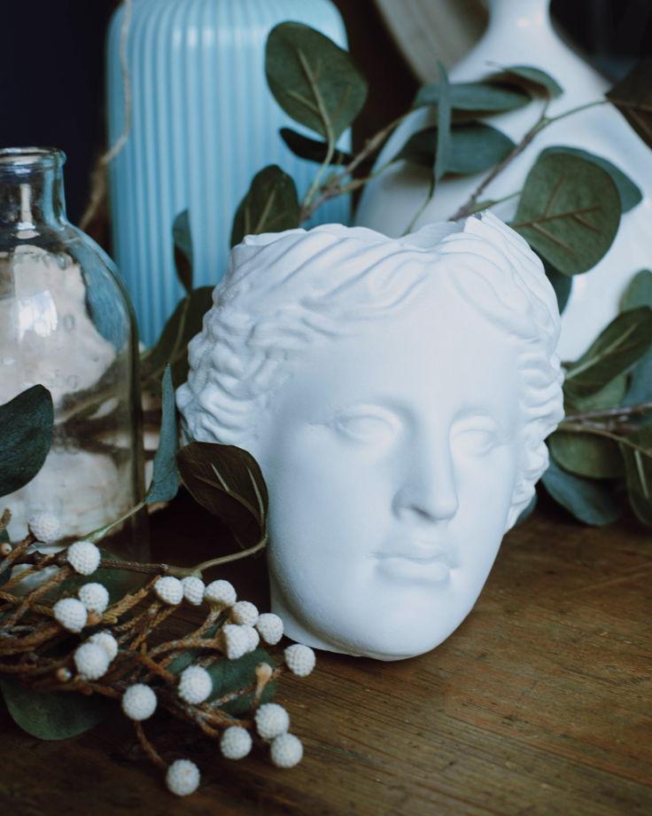 Кашпо Венера белая