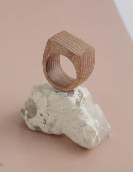 крупное кольцо из ясеня