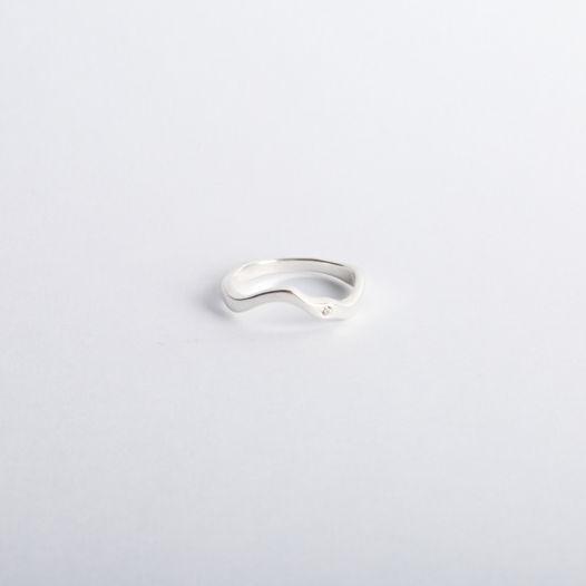 кольцо Reunion II волнообразной формы с искусственным бриллиантом