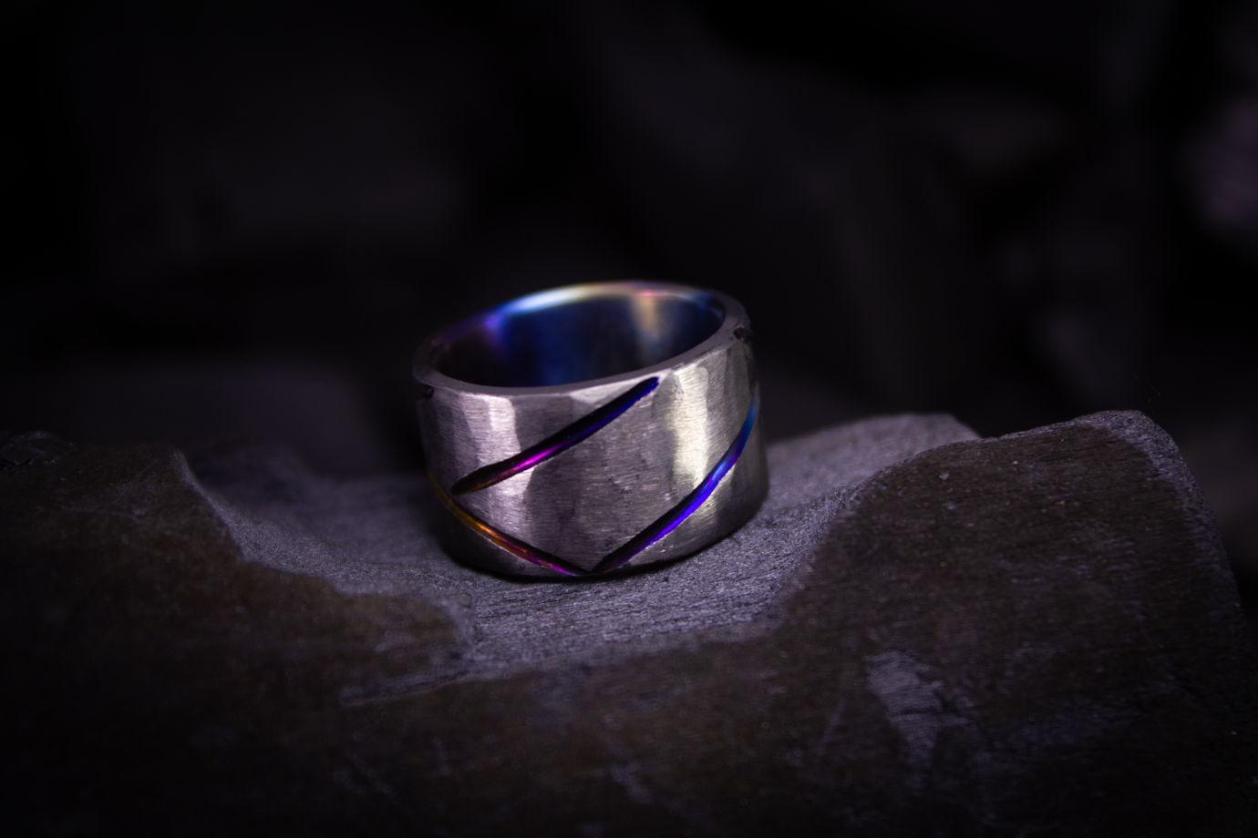 """Титановое кольцо """"Скрытое под грубостью"""""""