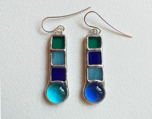 Серьги витражные из стекла голубые черно-белые Голубые капли