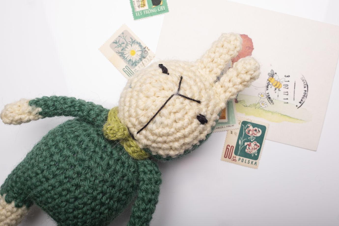 Игрушка вязаная заяц Руслан в комбинезоне