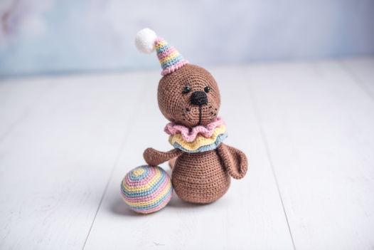 Вязаная игрушка Цирковой тюлень