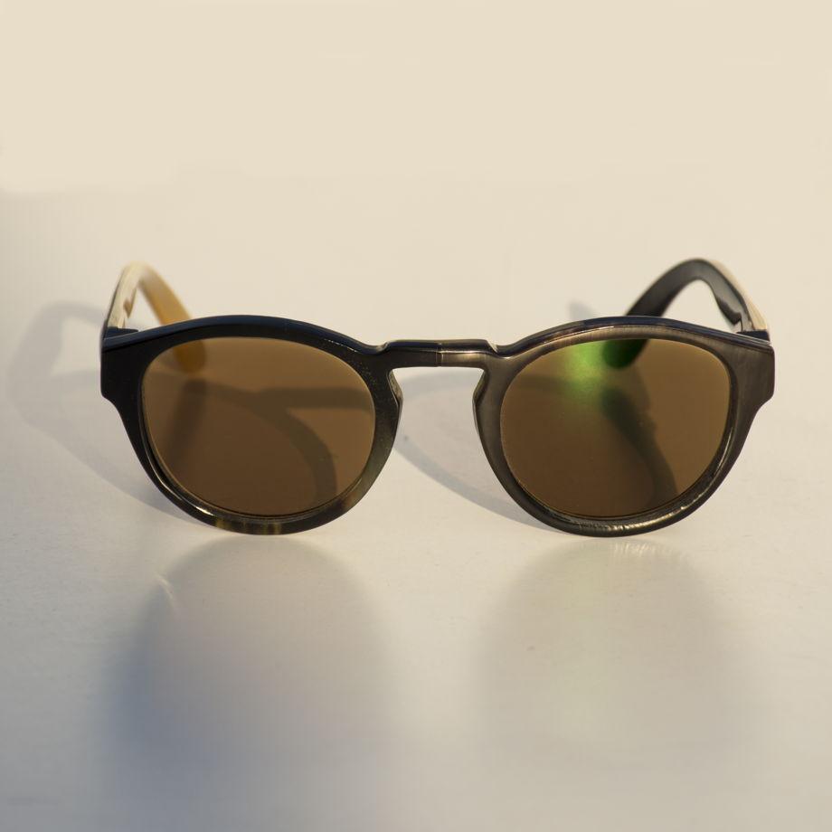 Роговые очки с фотохромными линзами