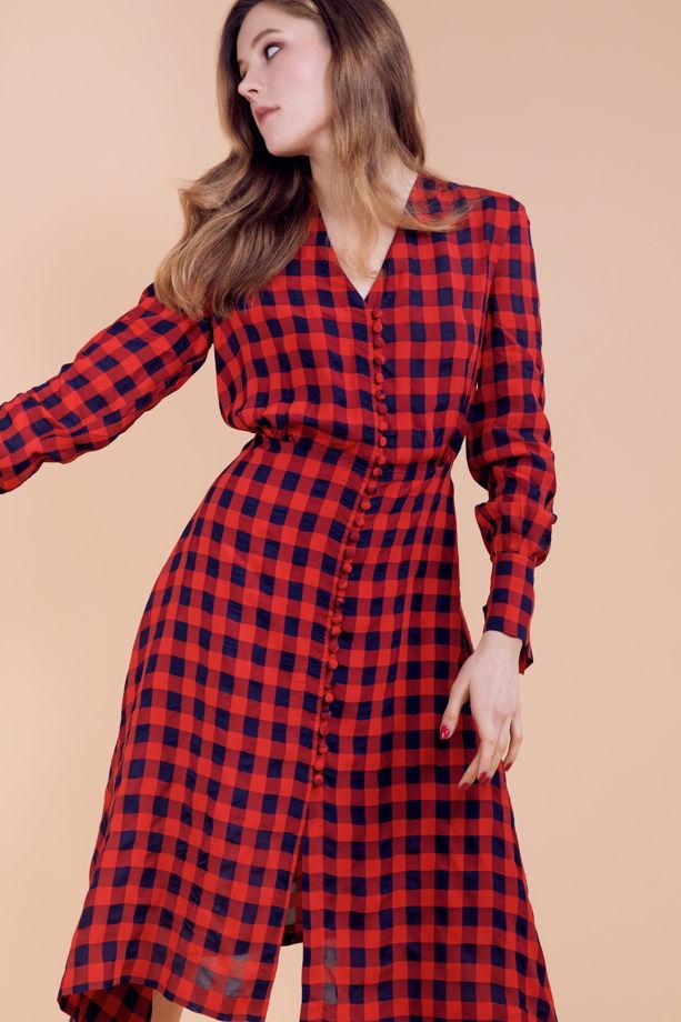 Платье в красно-синюю клетку с расклешенной юбкой