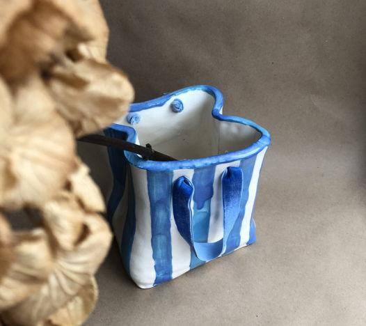 Полосатая керамическая ваза-пакет