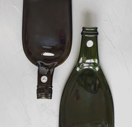 Блюдо для сервировки из стеклянной бутылки