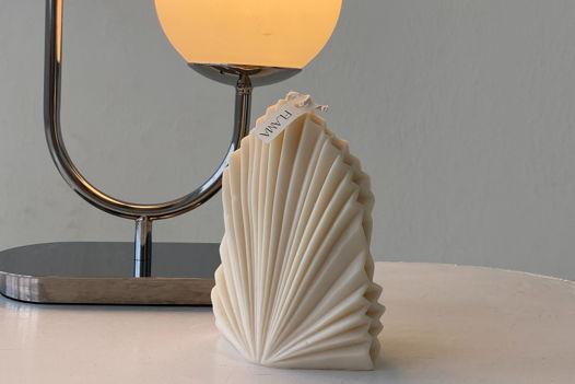 Свеча соевая в форме пальмового листа для интерьера, подарка и декора дома ручной работы Flama