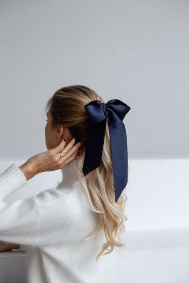 Резинка для волос из натурального шелка с бантом синяя