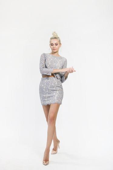Кружевной комплект из топа и мини-юбки