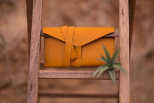 Кисет из кожи  цвета спелого манго с герметичным отделением для табака