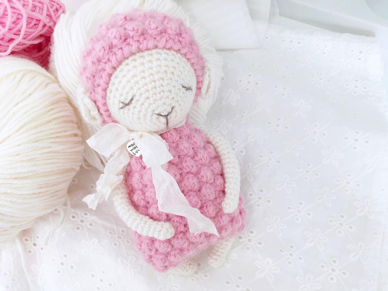 Спящая овечка. Маленькая игрушка в ладошку