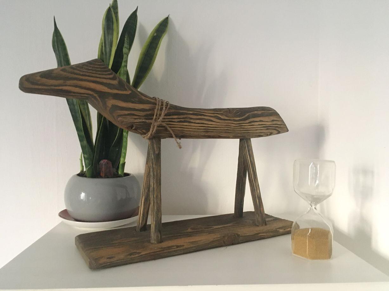 Интерьерное украшение деревянный конь