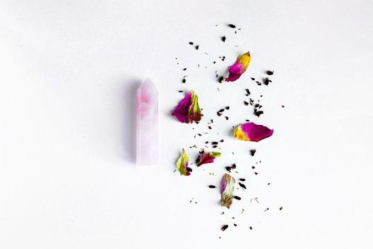 Кристалл розового кварца