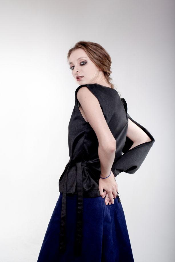 Блуза с одним полу рукавом в двух цветах