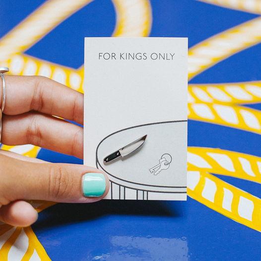 металлический значок «нож»