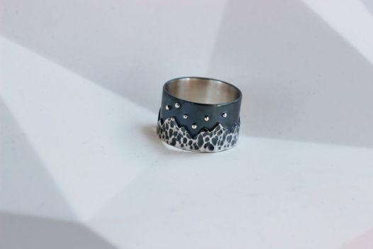 Широкое кольцо Горы из серебра