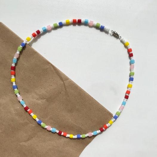 Разноцветное колье из бисера