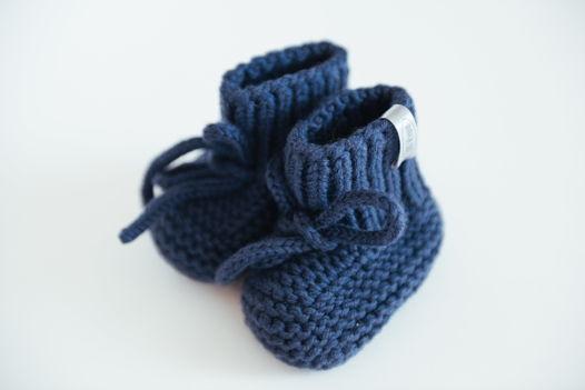 Синие вязаные пинетки для новорожденных  из  100% мериноса ручной работы