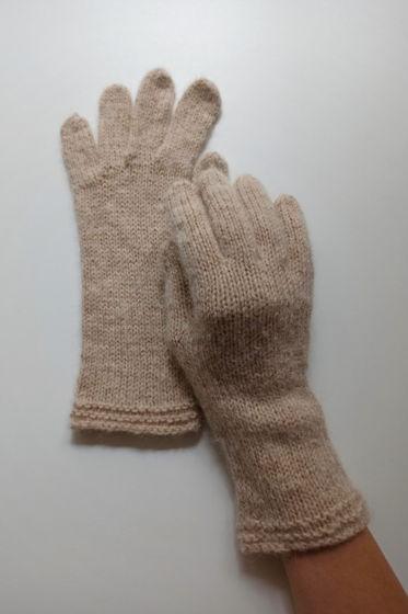 Бежевые перчатки ручной работы