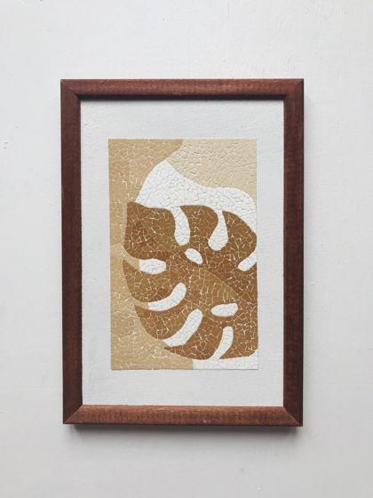 Картина «Лист монстеры» ручной работы из яичной скорлупы натуральных оттенков