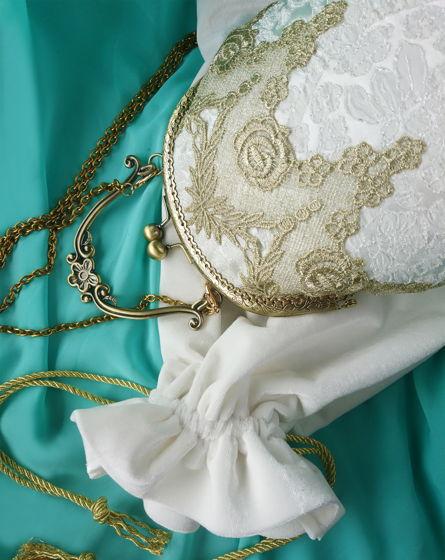 Сумочка свадебная с золотым кружевом и фигурной ручкой