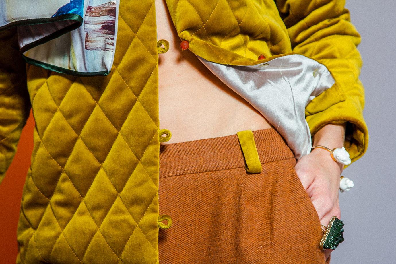 Бархатная женская фуфайка на шёлковой подкладке
